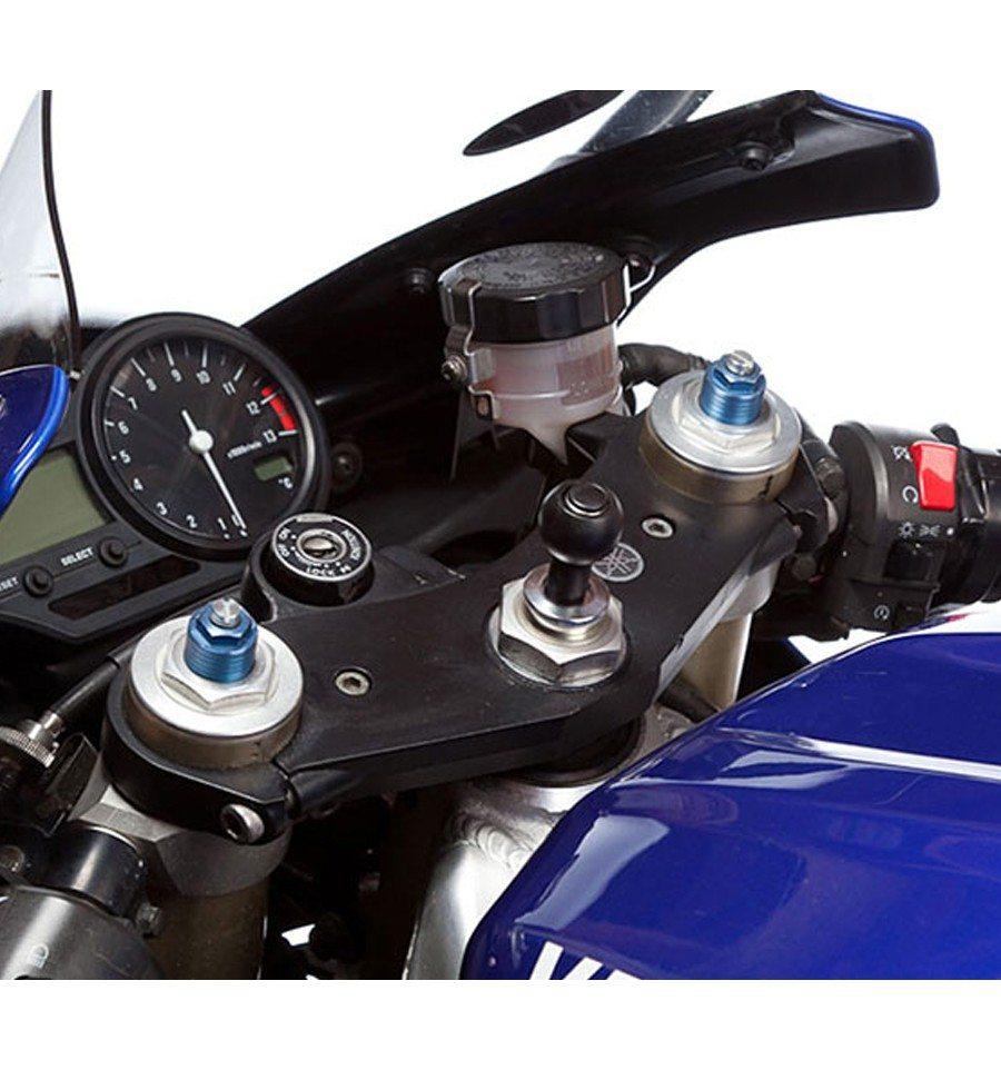 Soporte con perno a la horquilla de la moto